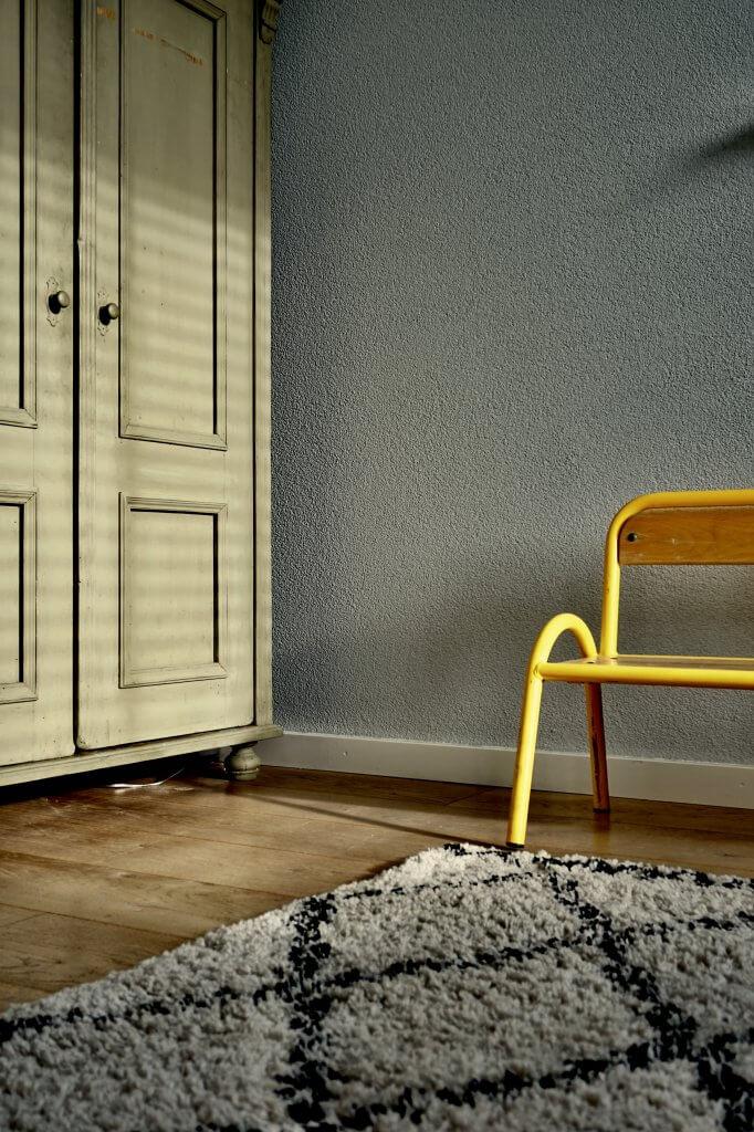 keltainen tuoli